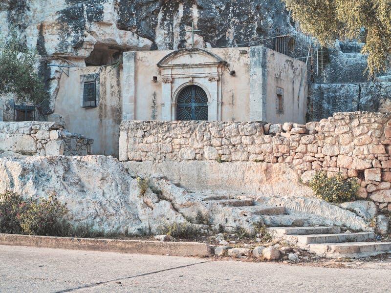 Skjutit av den Cava jultomtenhuvudbyggnaden, en religiös forntida byggnad arkivbild