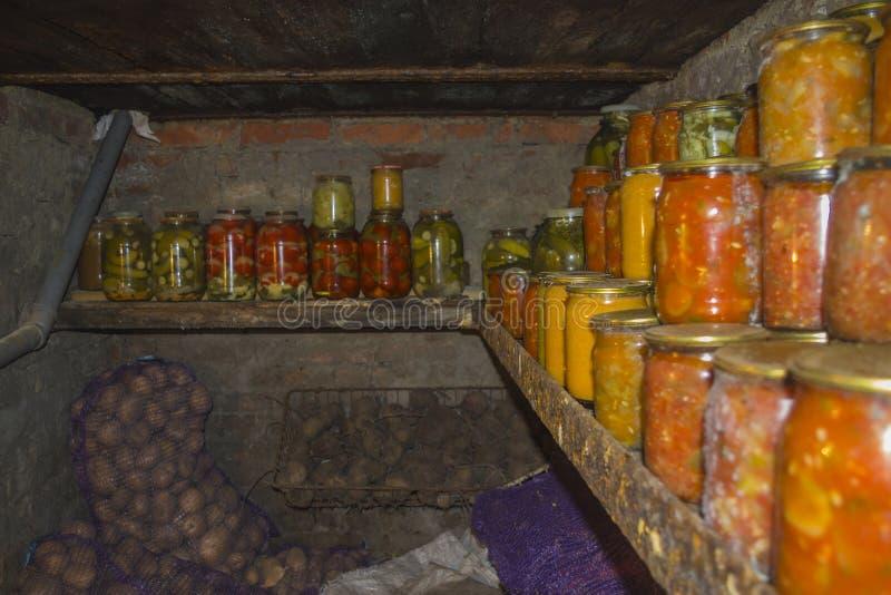 Sklepów spożywczych zapasy dla zimy 1 zdjęcia stock