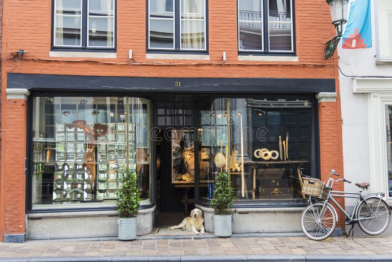 Sklep lub galeria sztuki w Bruges, Belgia obrazy stock