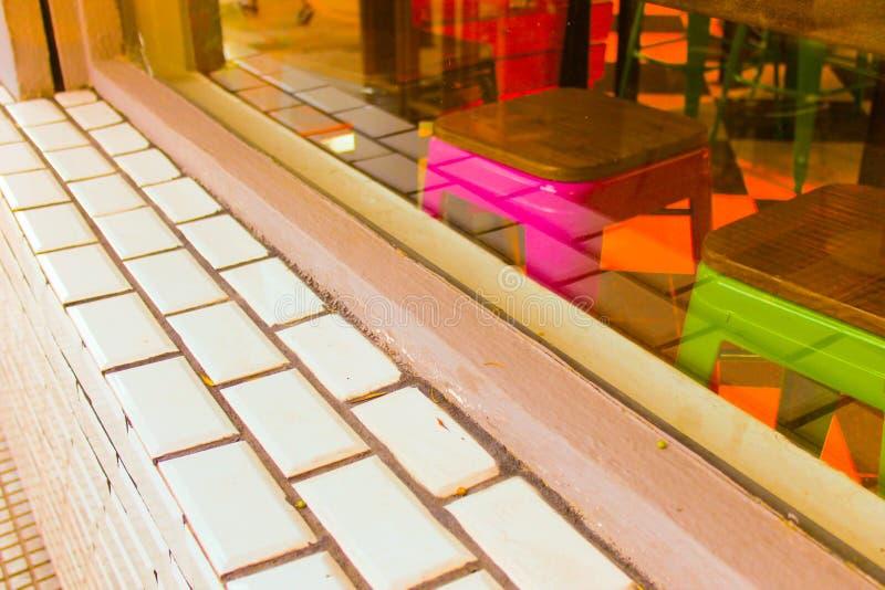Sklep Szklane Schody Kolorowa Wewnętrzna Konstrukcja Kafejki obrazy stock