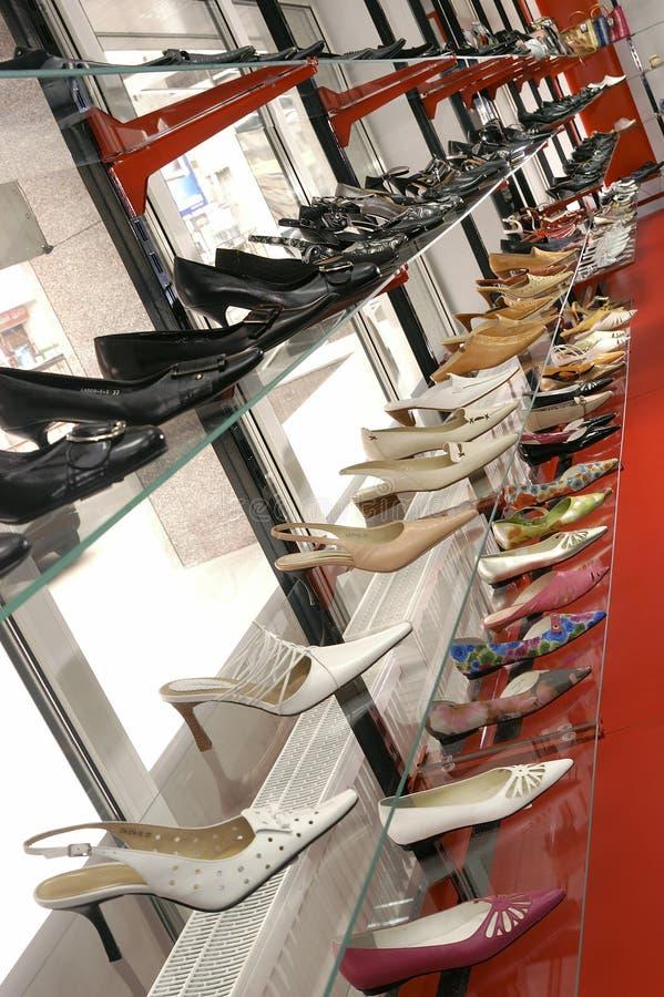 sklep z butami sprzedaży. obrazy royalty free