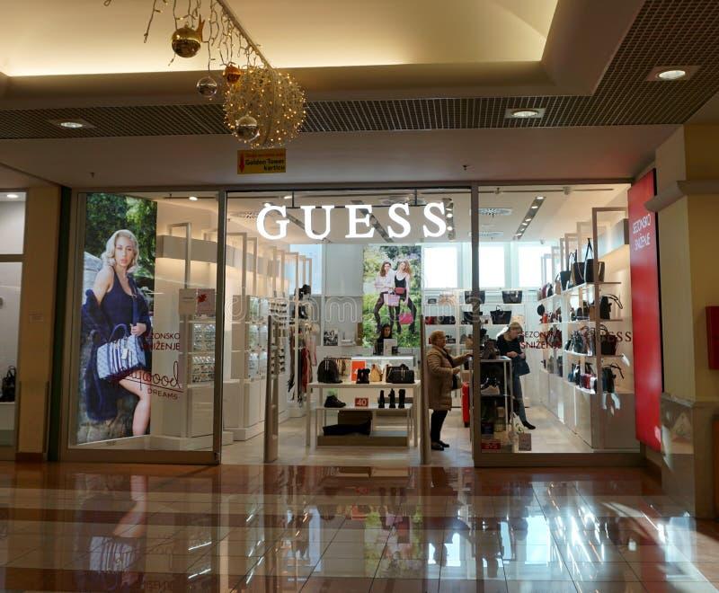 Sklep z zgadami w centrum handlowym Zgadnij to amerykański łańcuch sklepów detalicznych i globalna marka stylu życia, która sprze zdjęcie stock