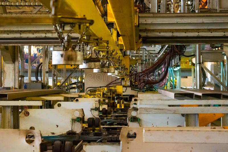 Sklepowy dziurkowanie zaciera się przy produkcji miejscem przemysłowa roślina fotografia stock