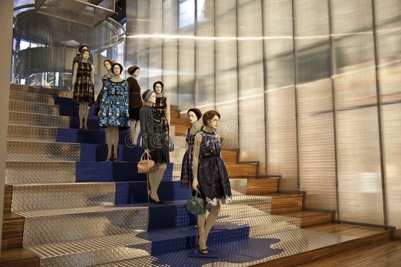 Sklepowy nadokienny pokazu mannequin przy mody Purificacion Garcia sto fotografia stock