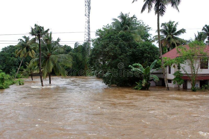 Sklepy i budynki zanurzają w wodzie powodziowej obrazy royalty free