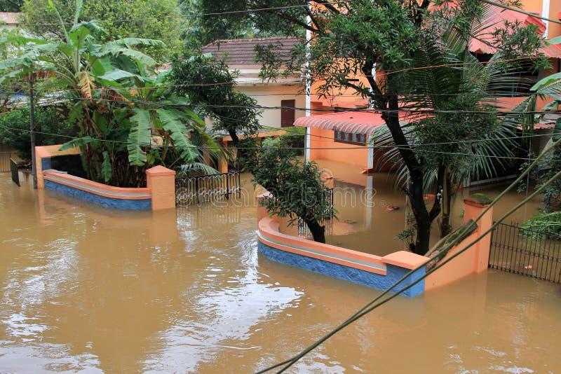 Sklepy i budynki zanurzają w wodzie powodziowej obrazy stock