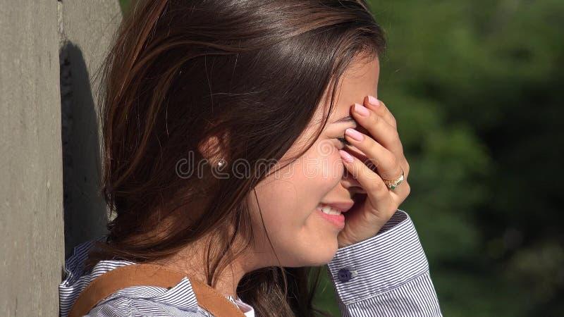Skołatany nastoletnia dziewczyna płacz obraz royalty free