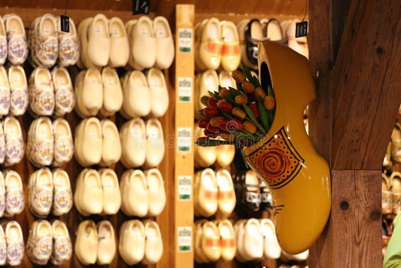 Sko för lager för skor för traditionella zaanseschans wood träi Nederländerna Unik härlig och lös europeisk stad royaltyfri foto