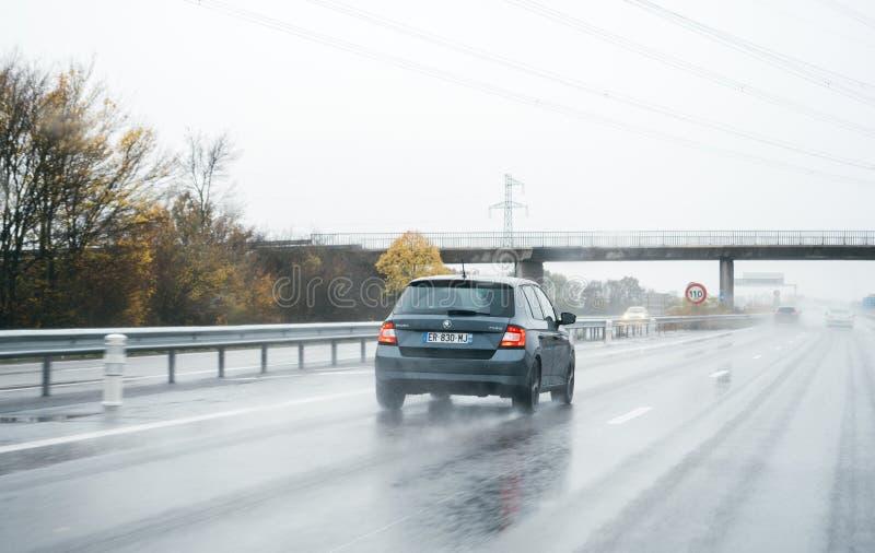Skoda Fabia le jour allemand de pluie d'autoroute photo stock