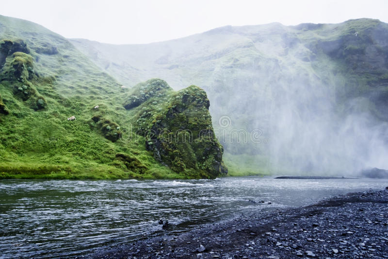 Skoga rzeka blisko Skogafoss siklawy w Iceland obrazy royalty free