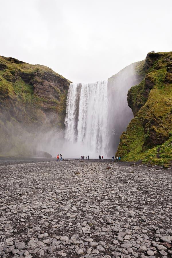 Skogafoss瀑布在夏天,冰岛 图库摄影