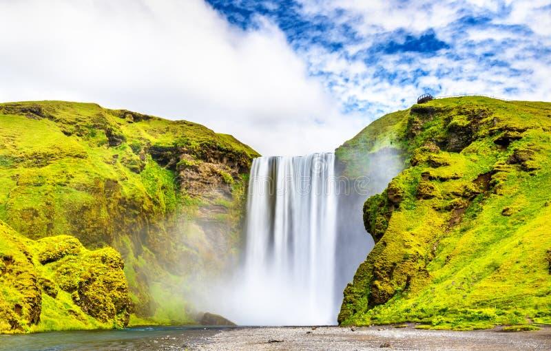 Skogafoss瀑布看法在Skoga河-冰岛的 库存照片