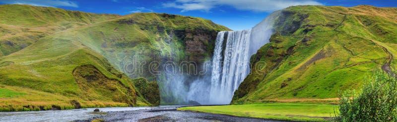 skogafoss美丽的洪流… 免版税库存照片