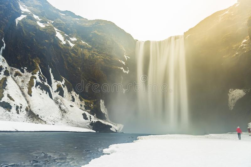 Skogafoss - de beroemde waterval in de winter royalty-vrije stock fotografie