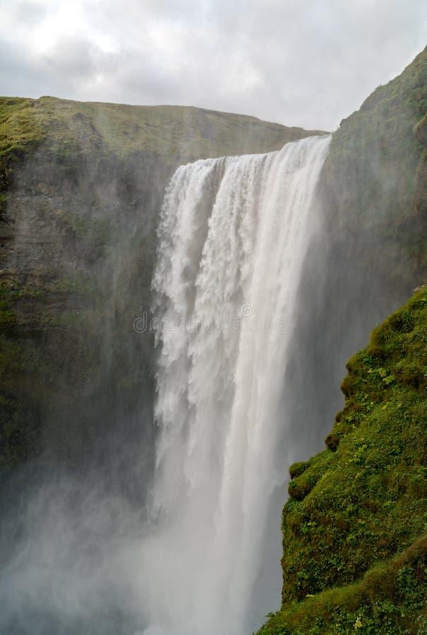 Skogafoss, uno della cascata più potente in Islanda immagini stock