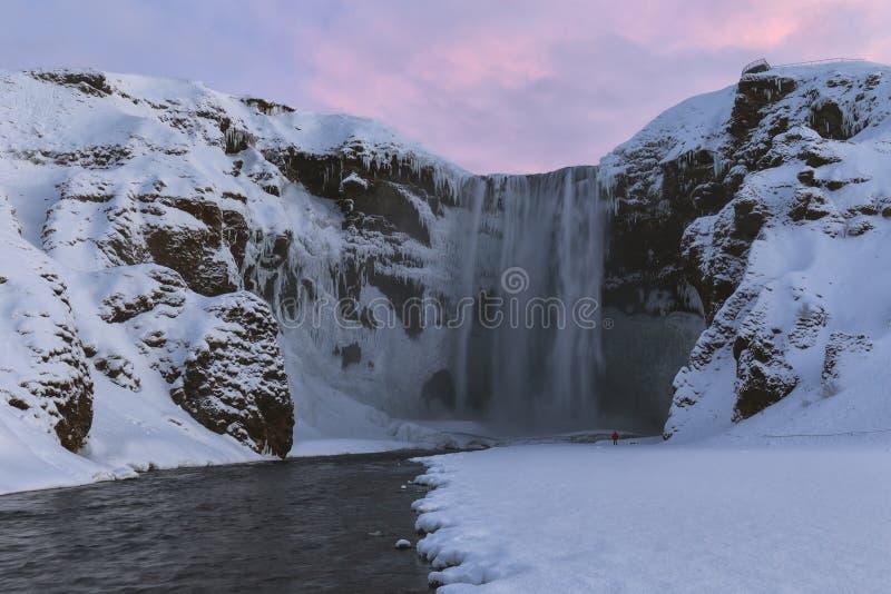 Skogafosswaterval in een de winterzonsopgang, IJsland royalty-vrije stock foto