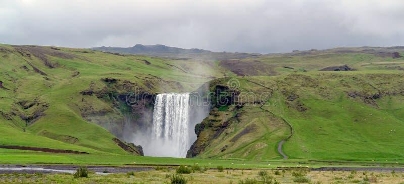 Skogafosswaterval - Skogar-dorp, IJsland stock fotografie