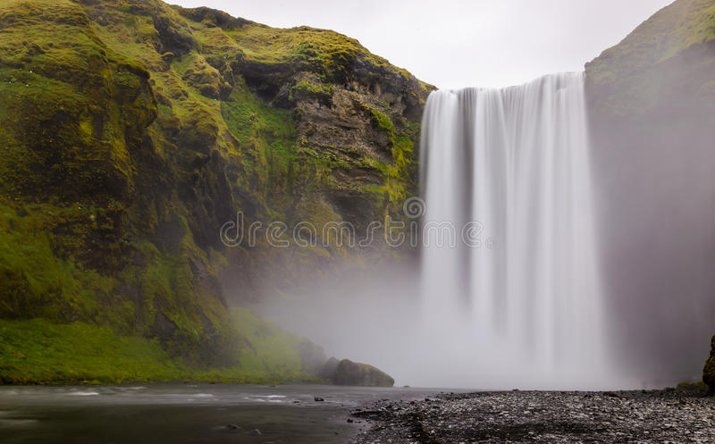 Skogafosswaterval in souther een deel van IJsland stock foto