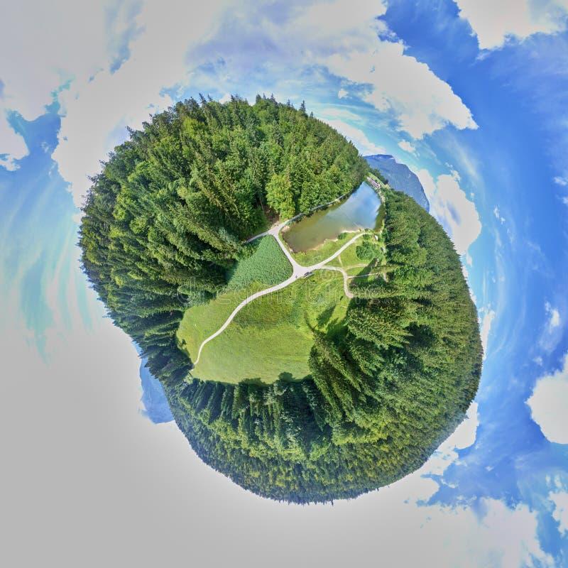 Skogar, ängar och stigar på Rießersee-sjön nära Garmisch, Tyskland, Little Planet, Spherical 360 grader sömlös panorama-vy fotografering för bildbyråer