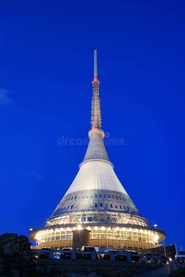 Skojat torn, turist- dragning n?ra Liberec i Tjeckien, Europa, torn f?r TVTV-s?ndning fotografering för bildbyråer