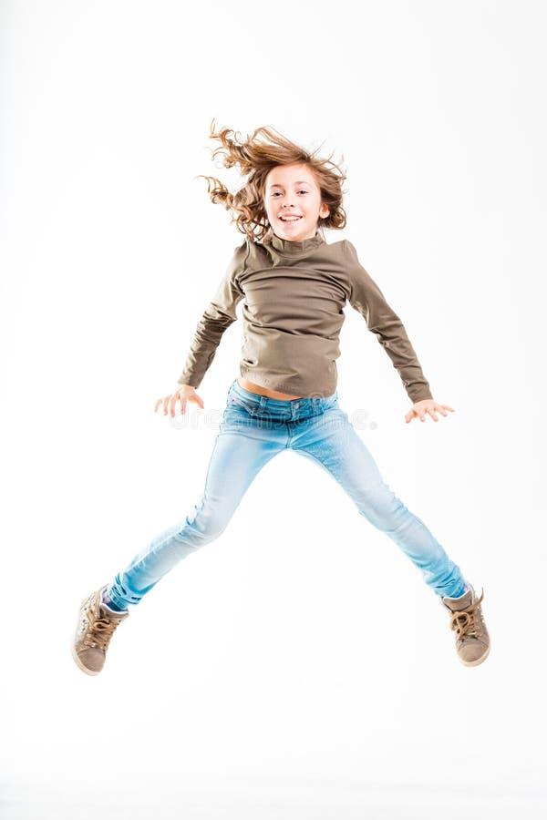 Skokowa dziewczyna odizolowywająca na bielu zdjęcia stock
