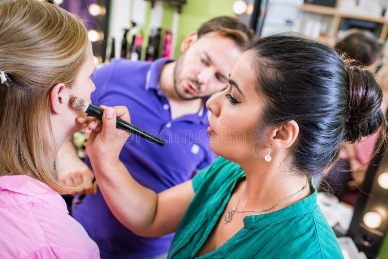 Skola av makeup arkivfoton