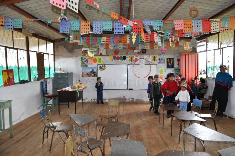 skola för barngruppecuadorian fotografering för bildbyråer