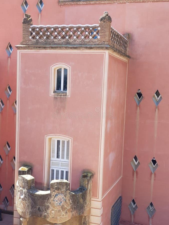 Skola parkerar in Guell, Barcelona, Spanien royaltyfri foto