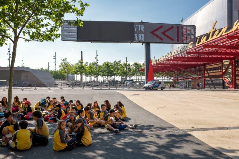 Skolagrupp i Barcelona på CCIB fotografering för bildbyråer