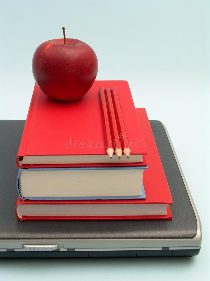 Download Skolahjälpmedel arkivfoto. Bild av vishet, laptop, dator - 515582