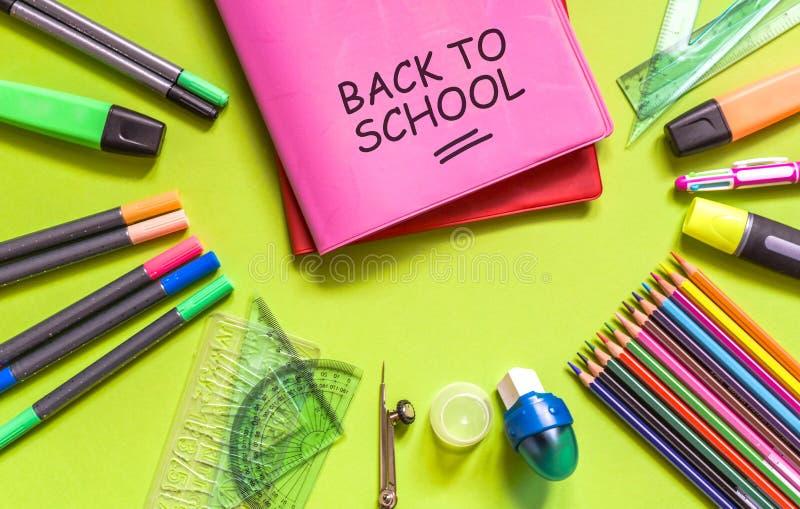 Skolakontorstillförsel tillbaka skola till royaltyfria bilder
