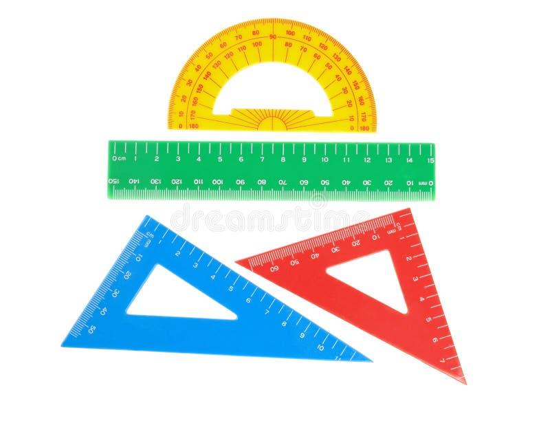 Skolan bearbetar triangeln, linjalen, gradskiva. arkivbild