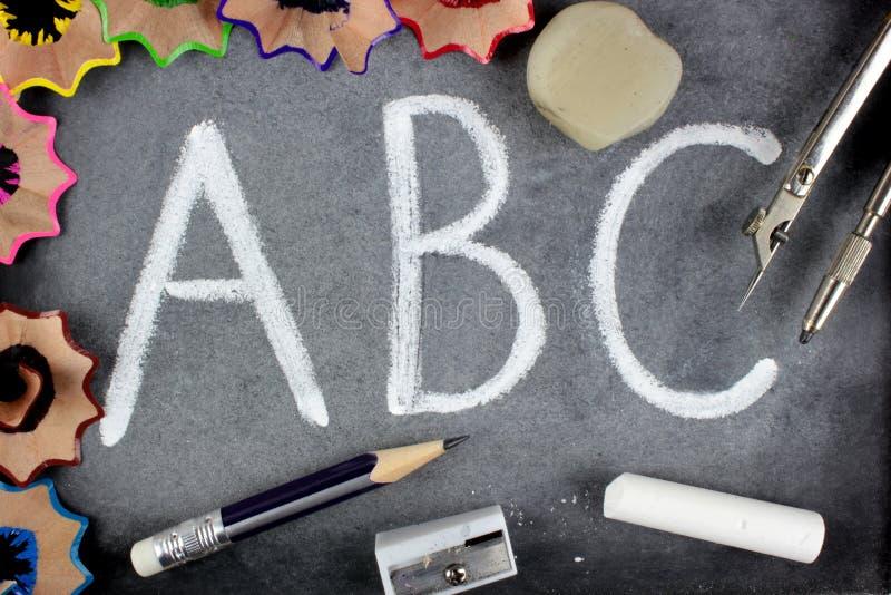 skolan för bokstäver för b-blackboard c stoppar royaltyfri foto
