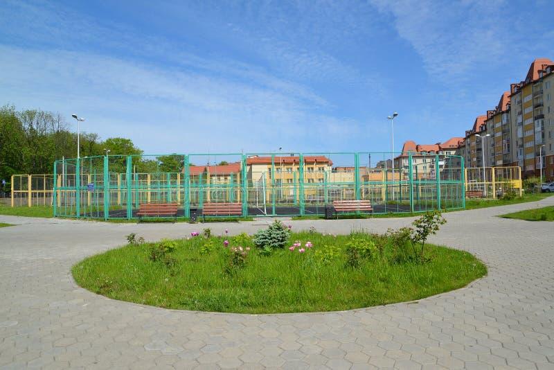 Skolasportarna grundar i staden av Zelenogradsk royaltyfria bilder