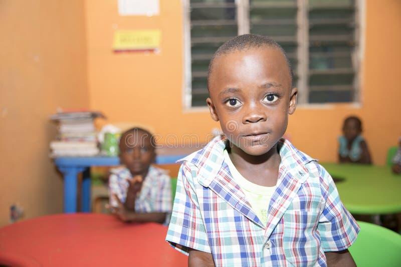 Skolbarn fr?n Ghana, V?stafrika royaltyfria bilder