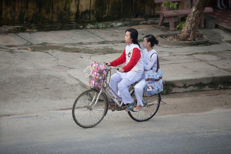 Skolbarn Hoi An, Vietnam arkivbilder