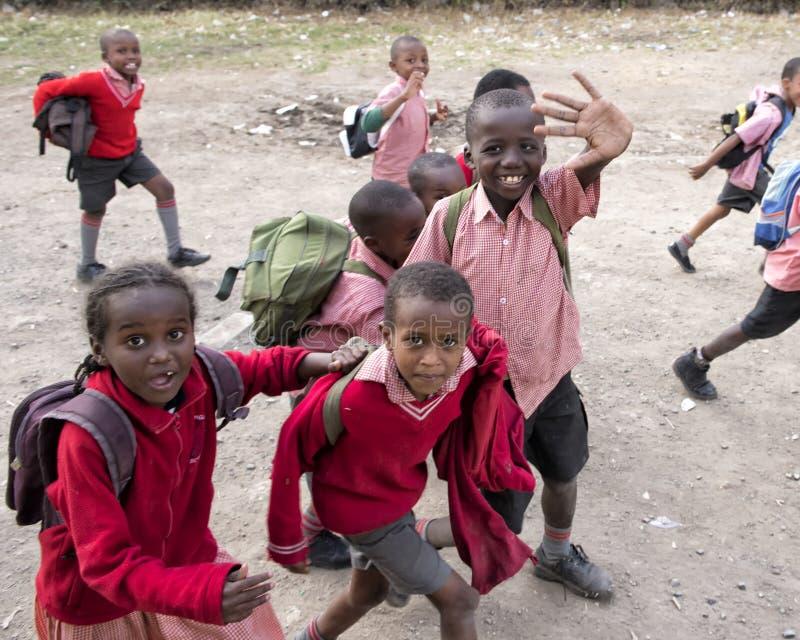 Skolbarn i den Mukuru slumkvarteret royaltyfri foto
