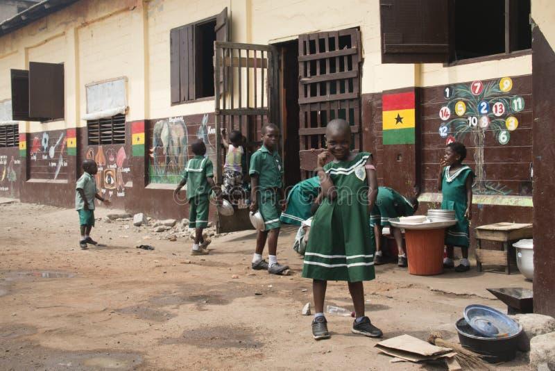 Skolbarn i Jamestown, Accra, Ghana royaltyfri bild