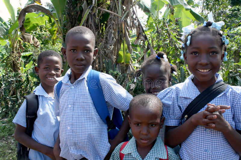 Skolbarn i lantliga Haiti royaltyfri foto