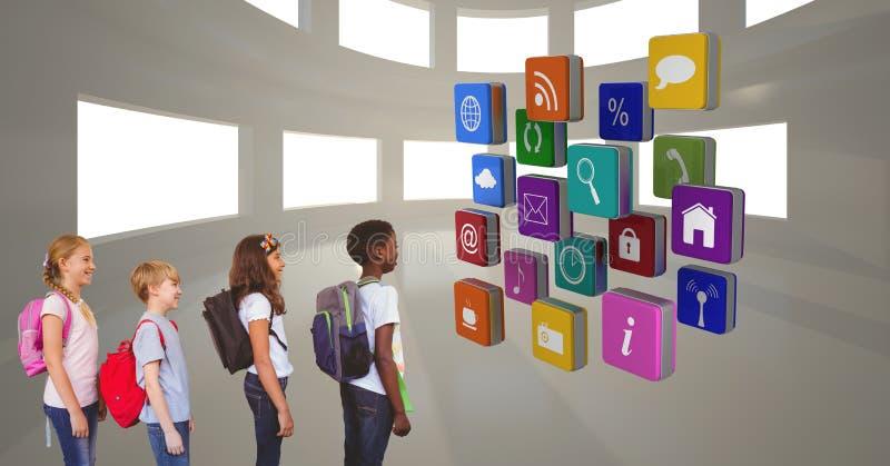 Skolbarn som ser olika app-symboler arkivfoto