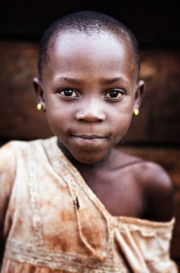 Skolflicka n?ra Jinja i Uganda royaltyfria bilder