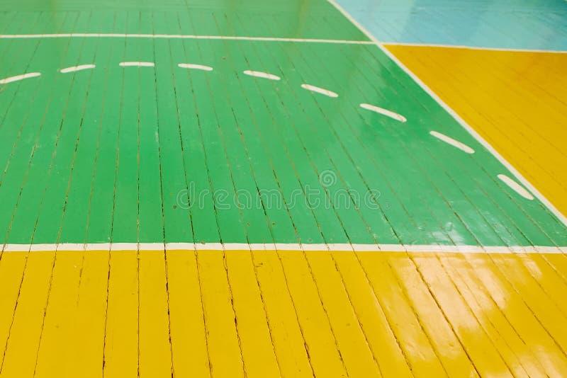 Skolsportal Information om markeringar på golvet i gymmet royaltyfria bilder