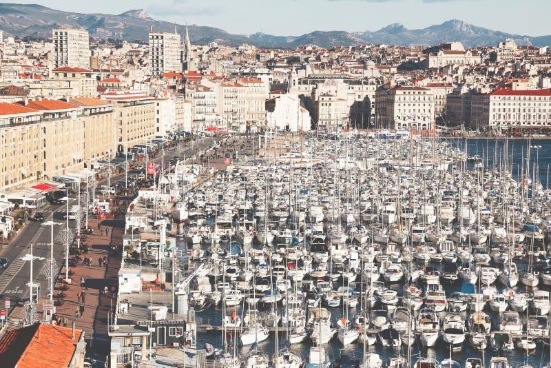 Skoncentrowane łodzie w porcie stary Marseilles zdjęcie royalty free