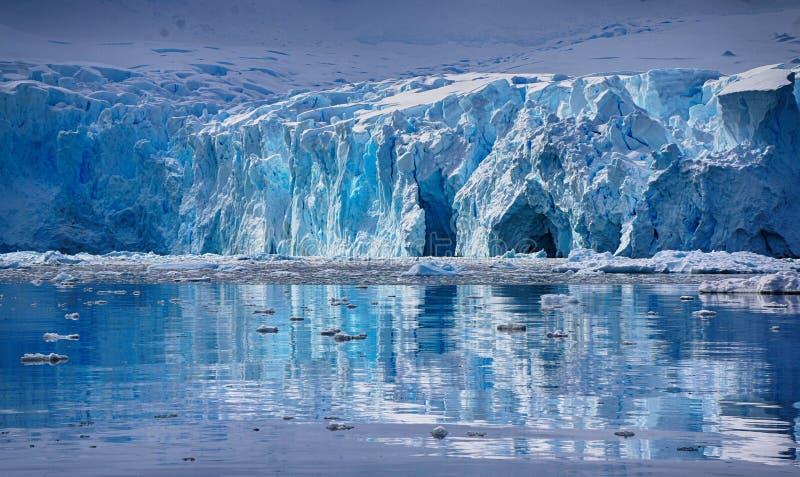 Skongtor小海湾在天堂港口,南极洲 库存图片