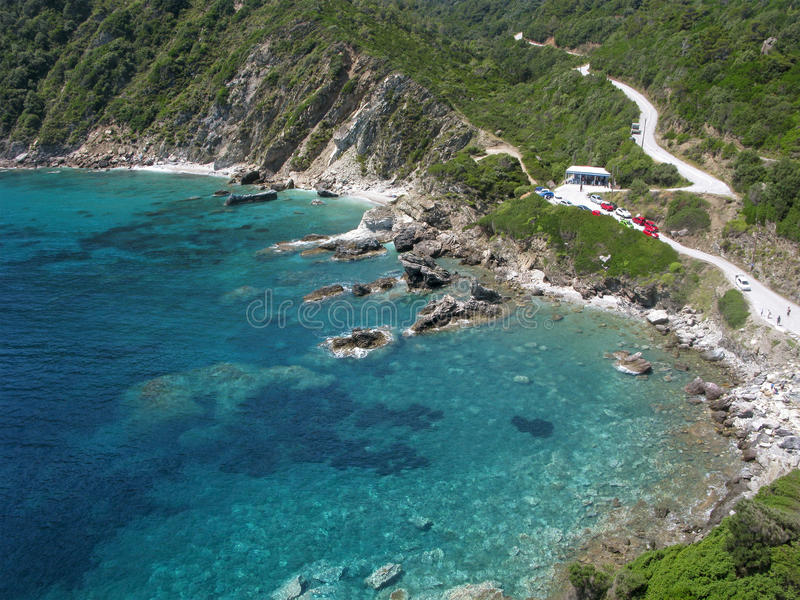 Skopelos, baía com água de turquesa, vista aérea foto de stock
