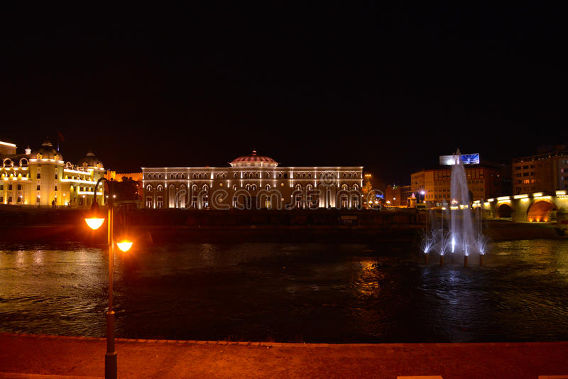 Skopje di notte fotografia stock