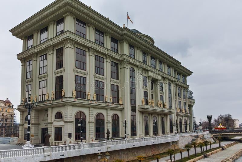 SKOPJE, EL REPÚBLICA DE MACEDONIA - 24 DE FEBRERO DE 2018: El Ministerio de Asuntos Exteriores en el centro de la ciudad de Skopj fotografía de archivo libre de regalías