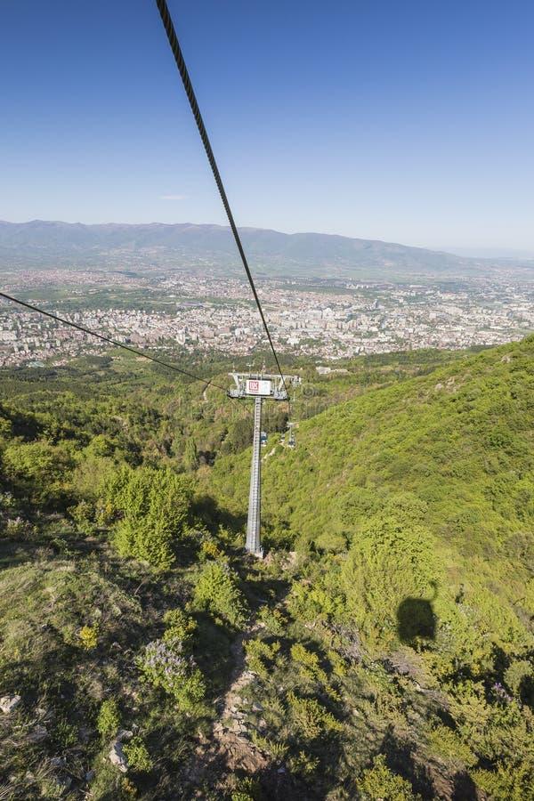 SKOPJE, MACEDONIË - APRIL16, 2016: Luchtmening van kabelwagen op V royalty-vrije stock afbeeldingen