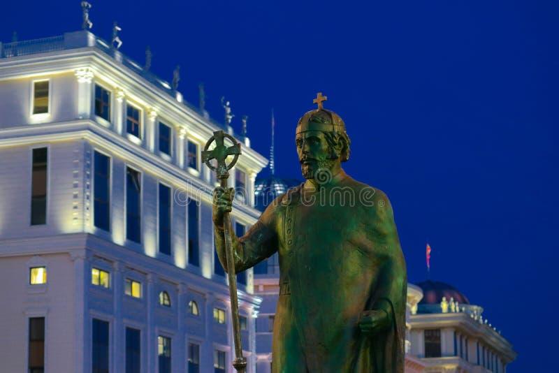 Skopje, Macedonië, Brugstandbeeld Het beeldhouwwerk van tsaargarvil Radomir stock foto