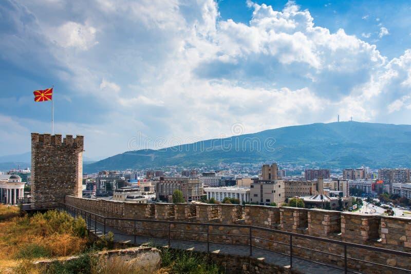 Skopje, Macedonia - 26 agosto 2017: Vista dalla fortezza, capitale della città di Skopje della Macedonia fotografia stock